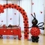 Необычные декоративные шары, фигуры и фонтаны из шаров